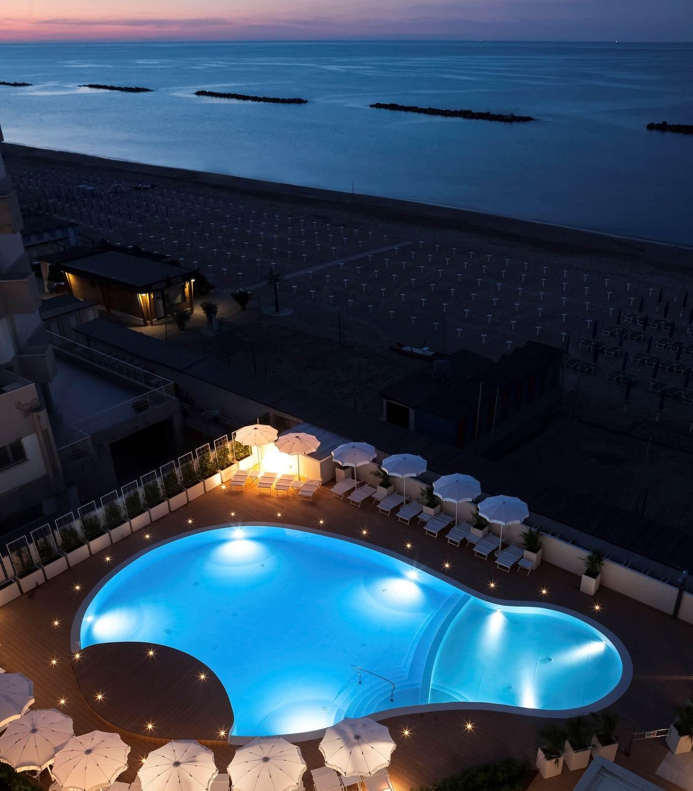 Nautilus family hotel hotel per bambini al mare a pesaro its4kids - Hotel con piscina riscaldata per bambini ...