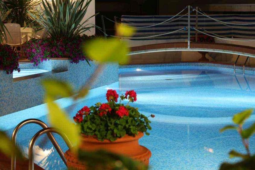 Hotel donatella hotel per bambini al mare a pinarella di - Hotel con piscina cervia ...