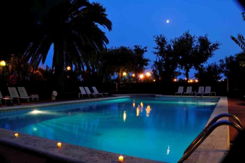 Hotel haway hotel per bambini al mare a villa rosa di - Hotel con piscina abruzzo ...