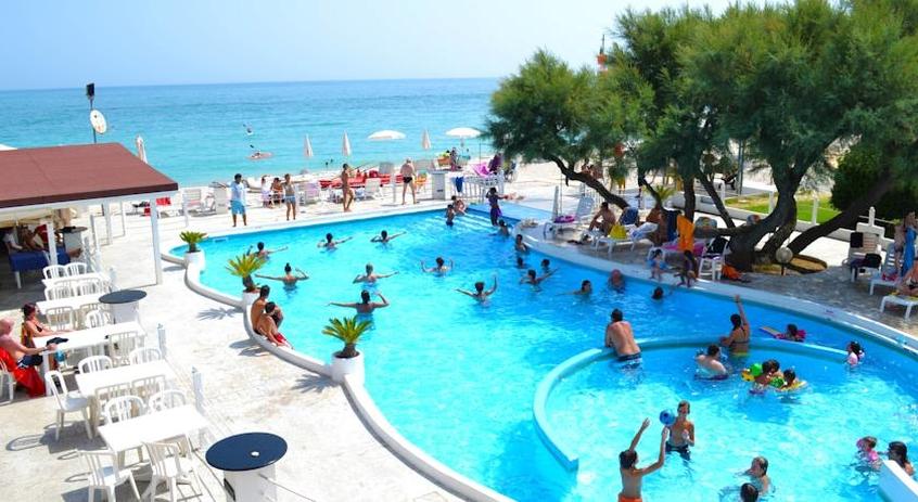 Hotel villaggio il girasole hotel per bambini al mare a campeggi con piscina marche - Campeggi con piscina marche ...