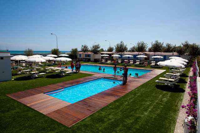 Villaggio camping blu villaggio per bambini in marche its4kids - Campeggi con piscina marche ...