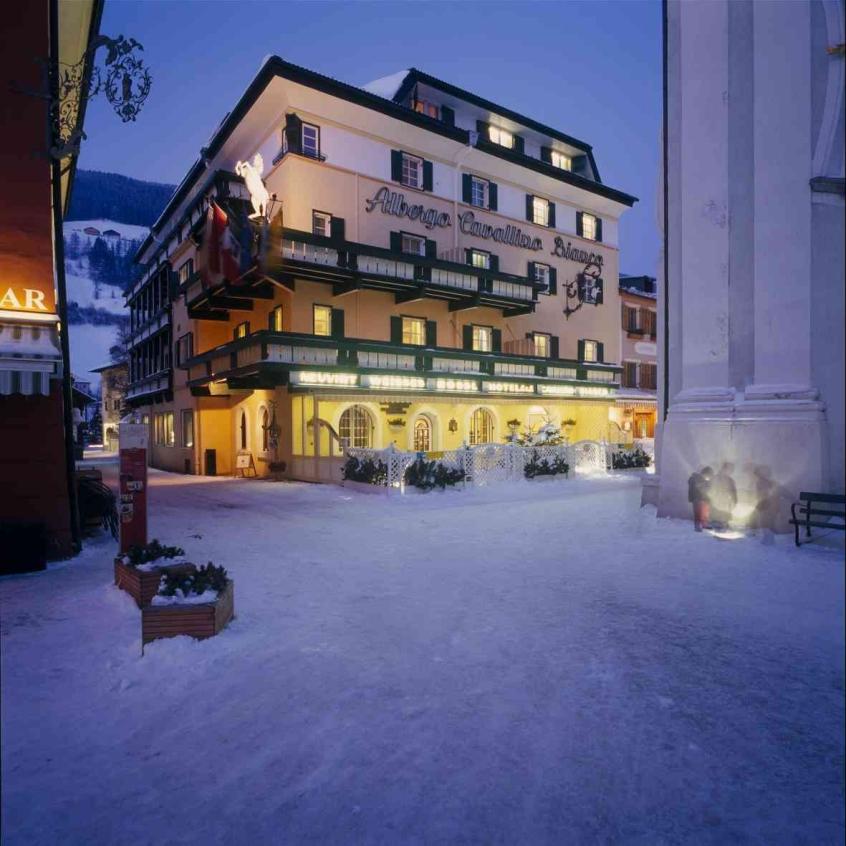 Cavallino bianco hotel per bambini in montagna in - Residence a san candido con piscina ...