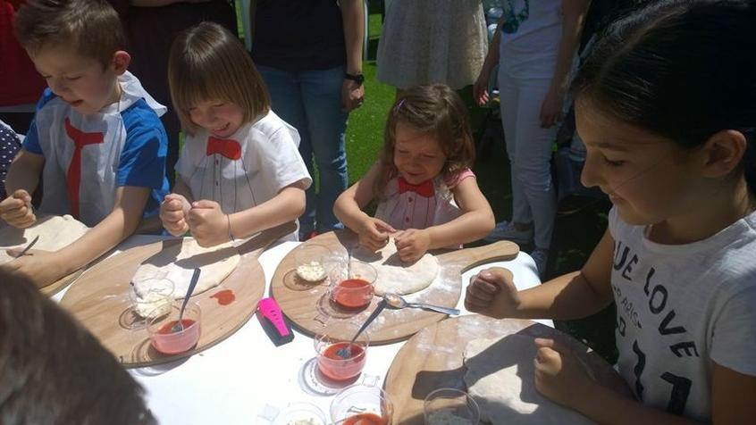 Ristoranti a milano per bambini - Bambine che cucinano ...