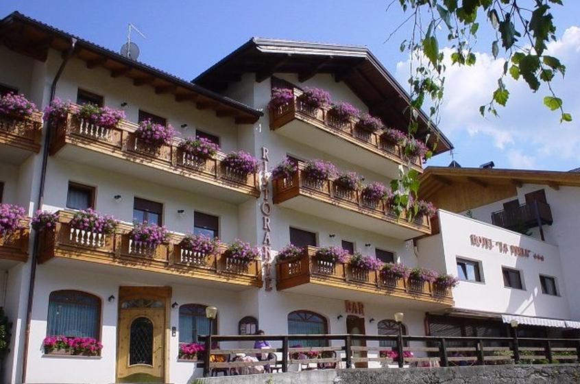 Hotel la perla hotel per bambini in montagna a valle di for Hotel per bambini trentino
