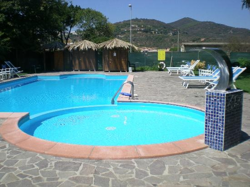 Hotel l 39 approdo hotel per bambini al mare a castiglione for Anfora giardino