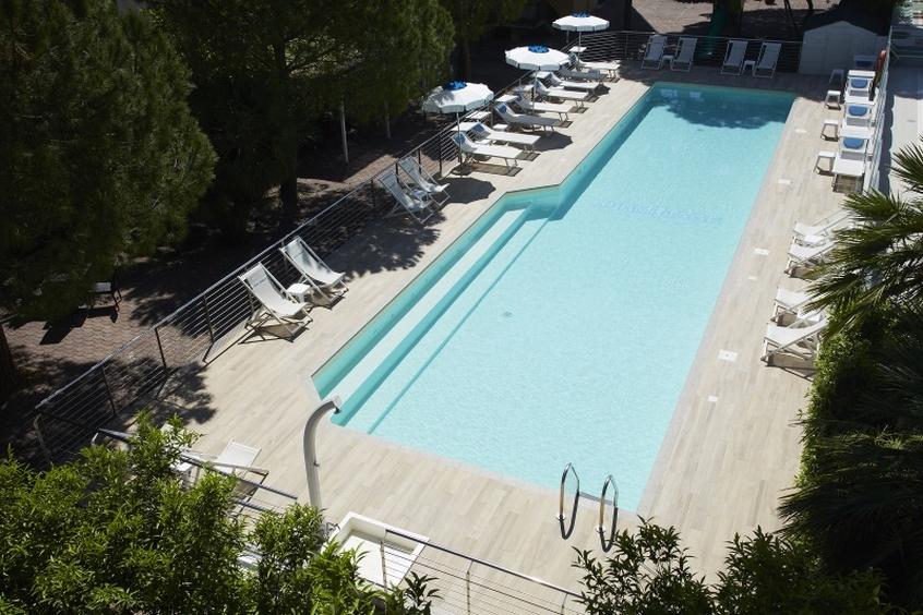 La piscina del Residence Hermitage a Pietra Ligure - Vacanze con i bambini in Liguria
