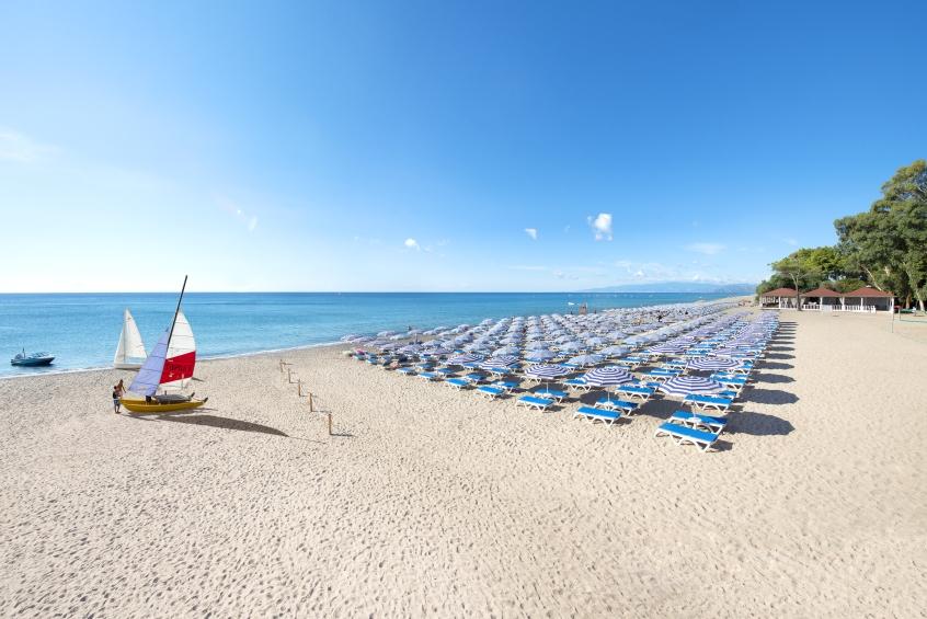 La spiaggia del Voi Floriana Resort in Calabria - Vacanze in resort con i bambini