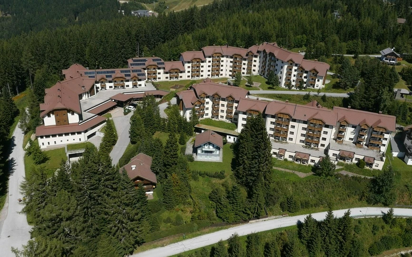 Almresort gerlitzen kanzelh he hotel per bambini in montagna a treffen its4kids - Hotel in montagna con piscina ...