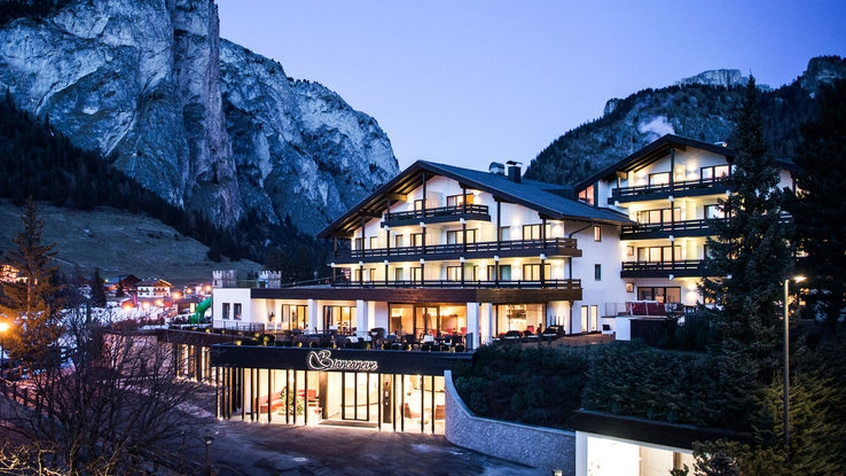Family hotel biancaneve hotel per bambini in montagna a - Hotel montagna con piscina esterna riscaldata ...