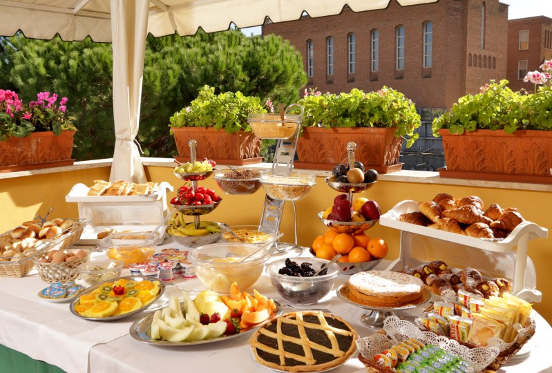Colazione a buffet per famiglie - Aurelia Residence San Pietro
