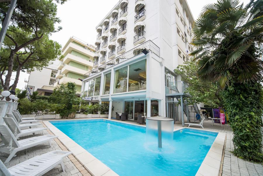 Royal plaza hotel per bambini al mare a rimini its4kids - Hotel con piscina a rimini ...