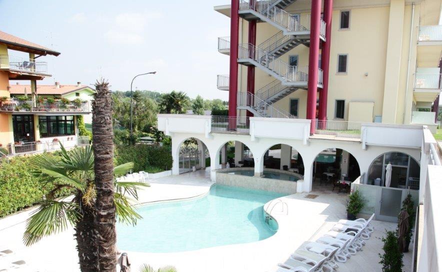 Camping bella italia villaggio per bambini al lago a - Hotel con piscina verona ...