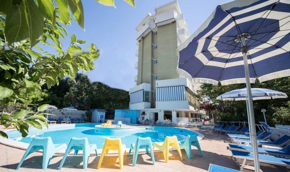 Hotel trafalgar hotel per bambini al mare a rivazzurra di - Hotel rivazzurra con piscina ...