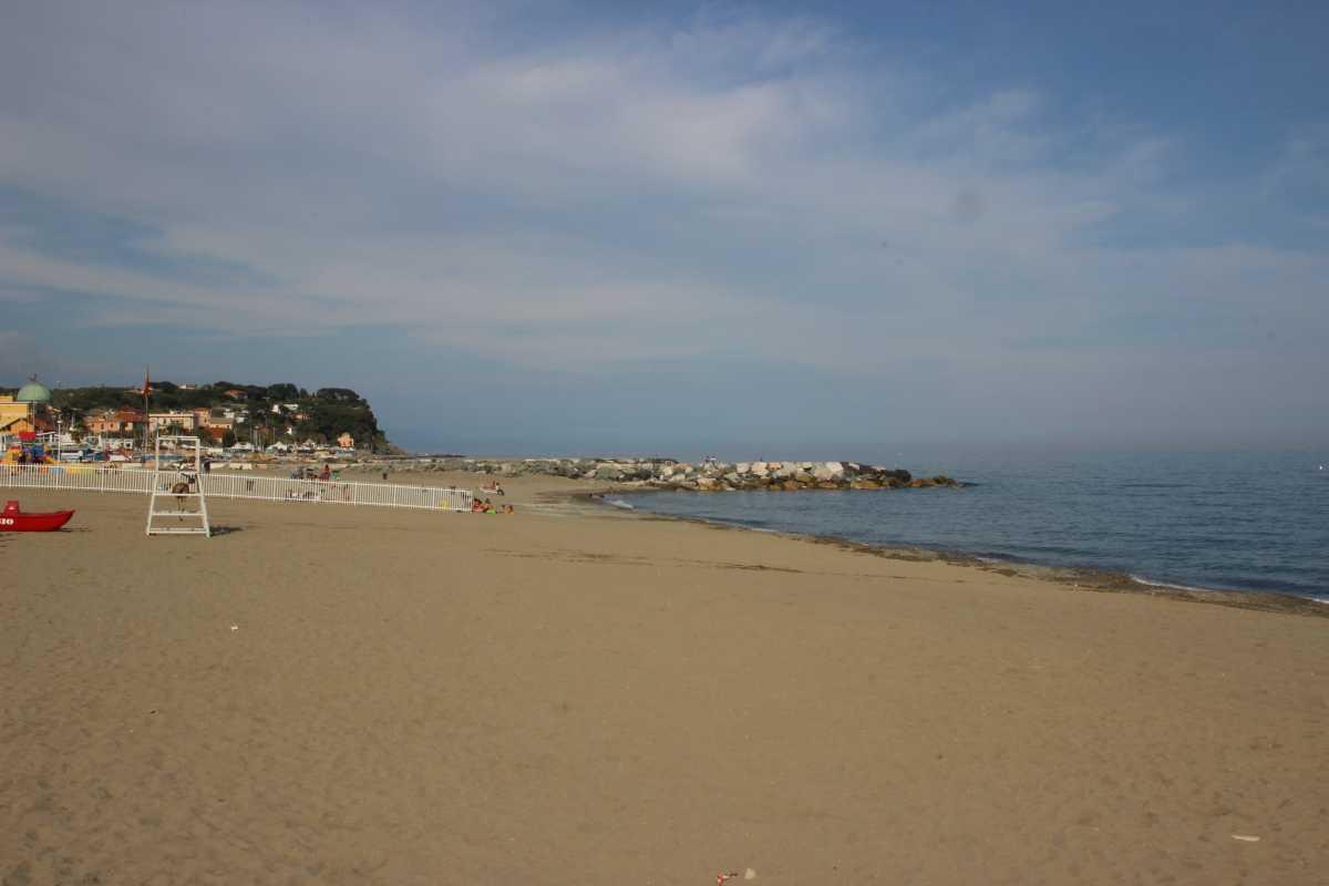 Matrimonio Spiaggia Savona : Savona e la sua riviera le spiagge più belle per i bambini