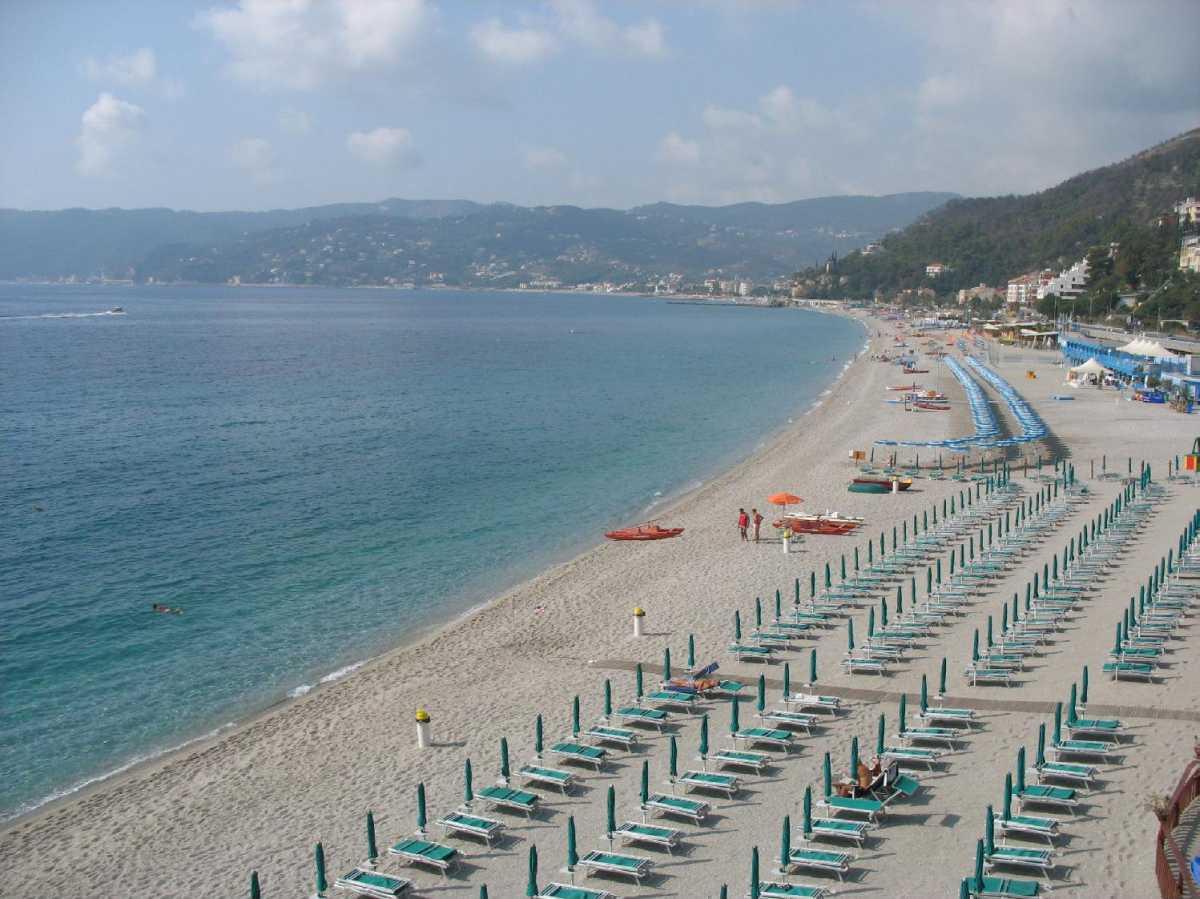 Matrimonio Spiaggia Bergeggi : Savona e la sua riviera le spiagge più belle per i bambini