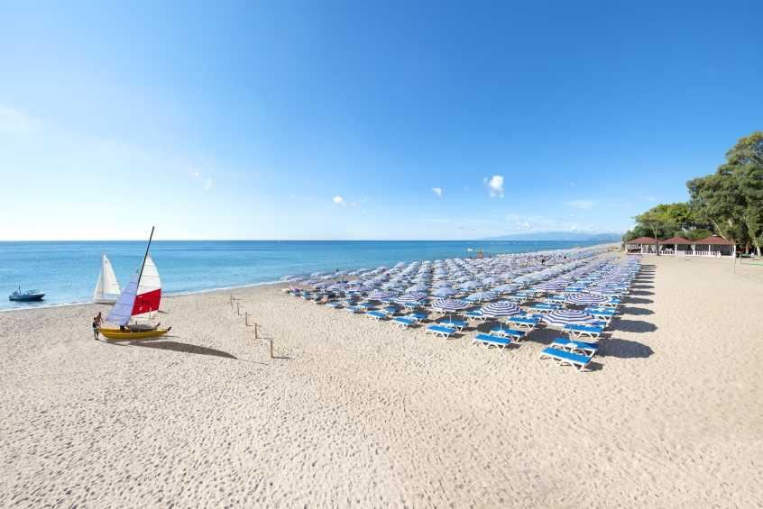La spiaggia del Voi Floriana Resort a Simeri Chirchi Calabria per bambini