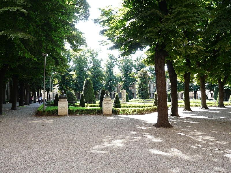Piazza Virgiliano - un parco per giocare a Mantova con i bambini