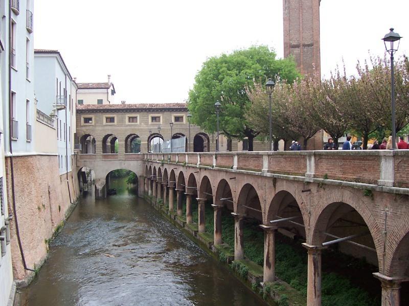 Shopping a Mantova con i bambini anche al Mercato contadino delle Pescheriei