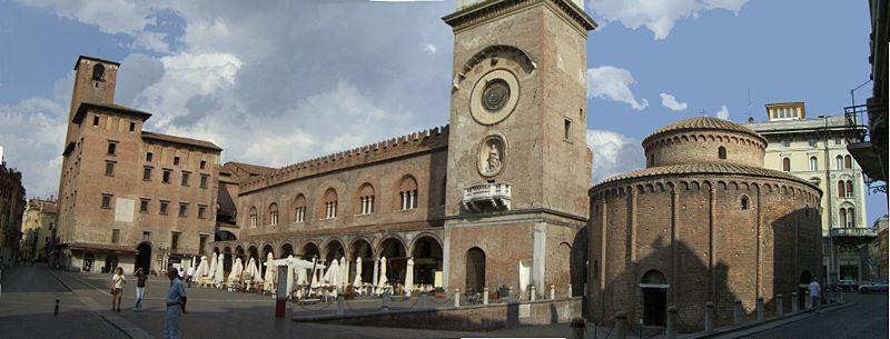 Sosta golosa a Mantova in piazza delle Erbe con i bambini